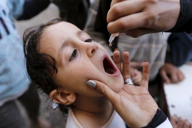 В Ровенской области непривитых от полиомиелита детей не будут допускать в учебные заведения / фото REUTERS