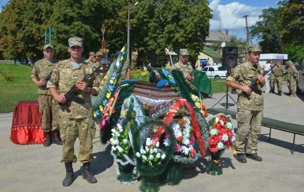 На похорони приїхали бойові товариші Катерини / facebook.com/theministryofdefence.ua