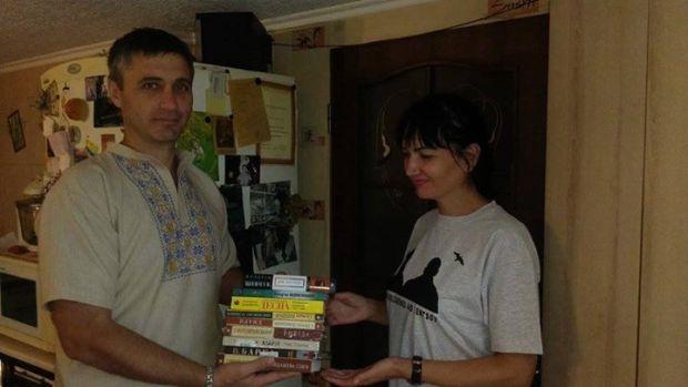 У Феодосії активісти Українського центру відкрили бібліотеку / Facebook/вельдар шукурджиев