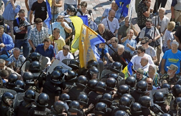 There were clashes outside the Rada building in Kyiv on Monday / Photo from UNIAN