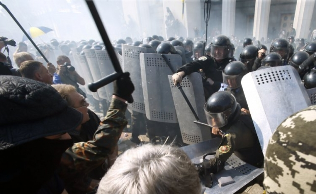 Під час сутичок під ВР поранено 112 правоохоронців / УНИАН