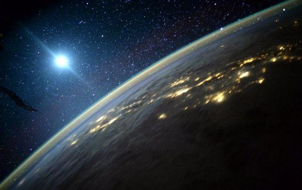 Спутник образует вокруг себя магнитное поле / NASA