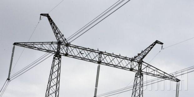 До відновлення електропостачання населених пунктів залучено бригади обленерго / фото УНІАН