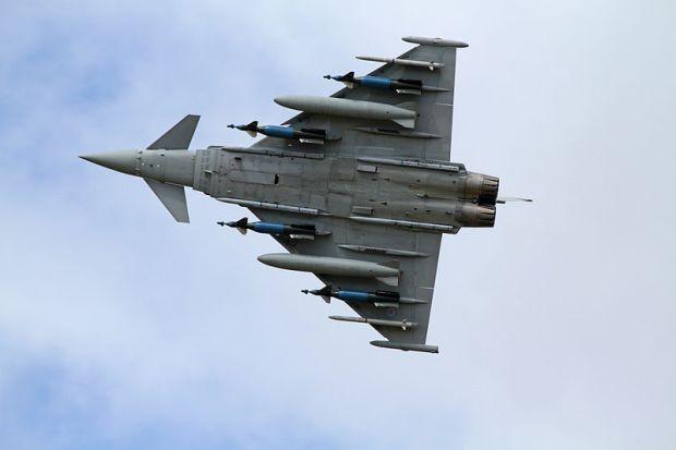 """""""Єврофайтери"""" королівських ВПС Великої Британії піднімалися на перехоплення російських літаків / фото: flickr.com/ronmacphotos"""