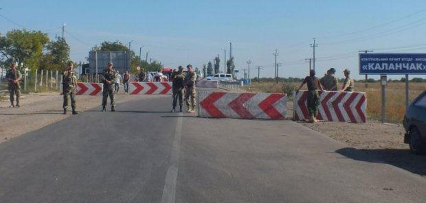 Near the checkpoints of the State Border Service there are roadblocks today / Photo from UNIAN