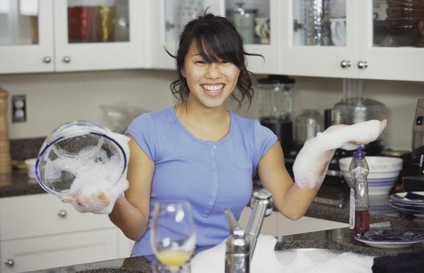 Специалисты напоминают: жидкие моющие средства очень токсичны / Фото: clip.dn.ua