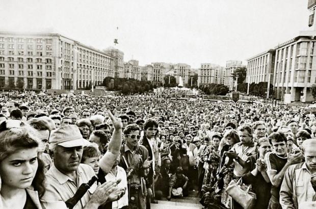 Митинг на площади Октябрьской революции (сейчас Майдан Незалежности) в поддержку Независимости Украины в Киеве в августе 1991г.