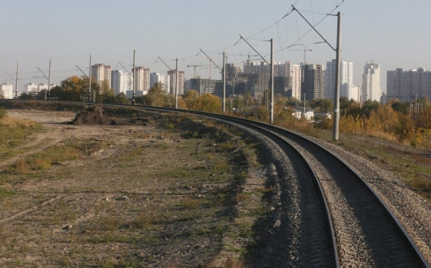 Мужчина переходил пути в непредназначенном месте / фото УНИАН