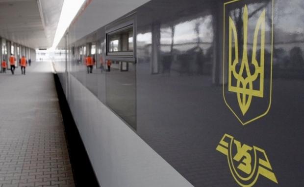 Представители президента выступили за прекращение железнодорожного и автобусного сообщения материковой Украины с Россией / Фото УНИАН