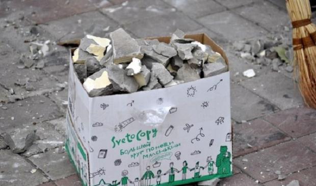 Демонтаж гербів у Донецку / Інформресурс бойовиків