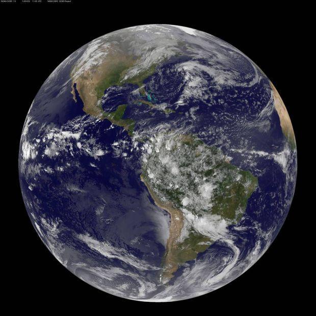 Неделя начинается с Международного дня Земли \ NASA/NOAA/GOES Project