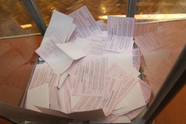 На участок завезли перепечатанные избирательные бюллетени / фото УНИАН