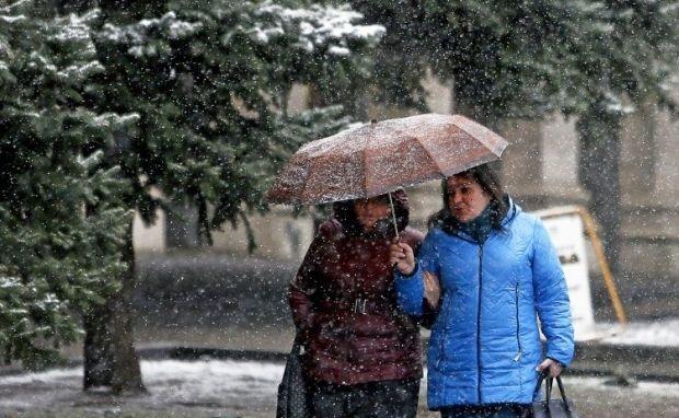 У західних областях очікується налипання мокрого снігу \  Фото УНИАН