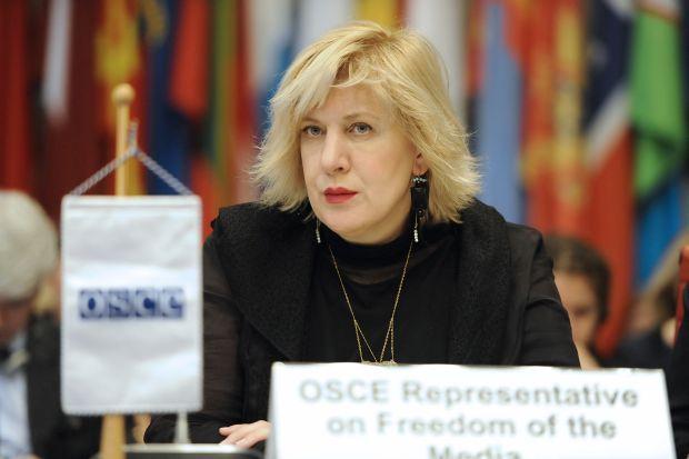 Миятович выразила соболезнования семье человека, погибшего в результате нападения на лагерь ромов / OSCE/Micky Kroell