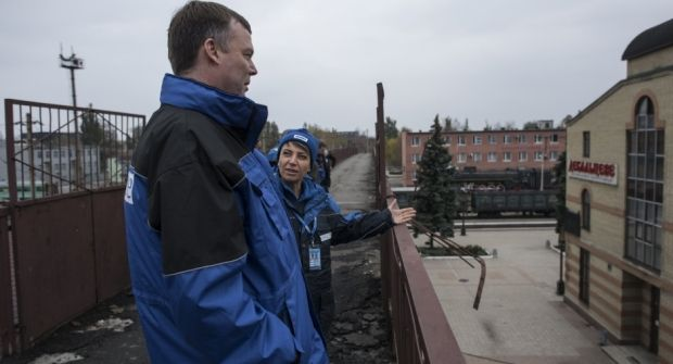 Alexander Hug, Principal Deputy Chief Monitor of the OSCE SMM to Ukraine, visiting militant-controlled territory / osce.org