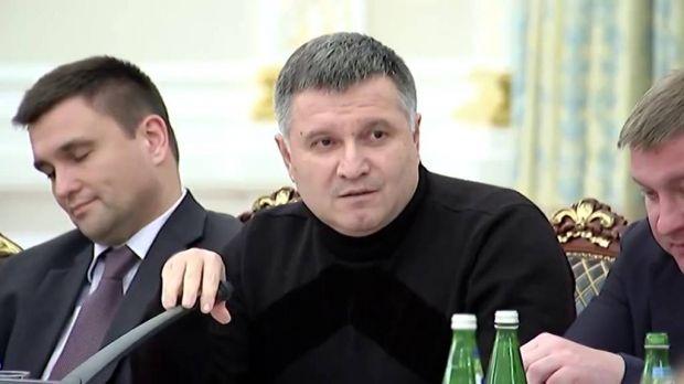 The Interior Minister before throwing his glass of water at Saakashvili / Screenshot