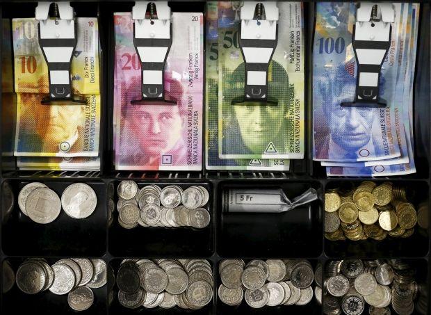 Каждому швейцарцу могут дать 7,5 тысяч франков / фото REUTERS