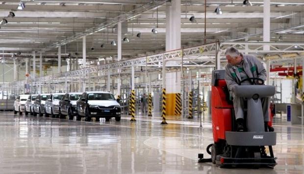 Виробництво автотранспорту в липні знизилося на 57% / фото УНІАН