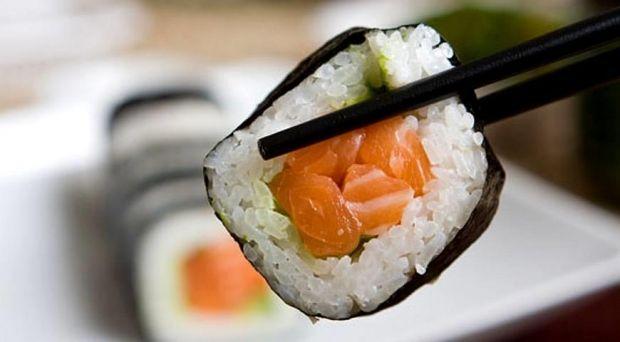 Любителі суші можуть зіткнутися з бактеріальними інфекціями / фото gastronom.ru