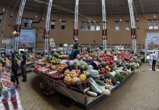 До кошика увійшло по кілограму буряків, капусти, картоплі, моркви та цибулі / фото УНІАН