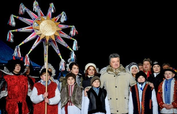 President Poroshenko wishes every family blessing of the Christmas star and delicious kutia / Photo from president.gov.ua