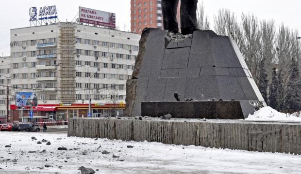 Statue of Lenin damaged in Donetsk
