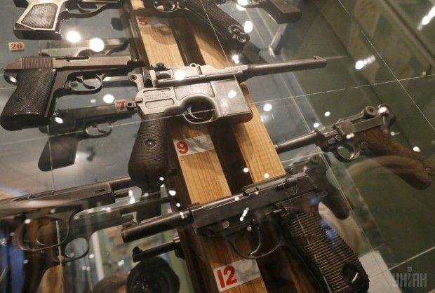 Образцы огнестрельного оружия, представленные на выставке музея / Фото УНИАН