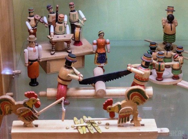 Деревянные игрушки в Государственном музее игрушки в Киеве / Фото УНИАН