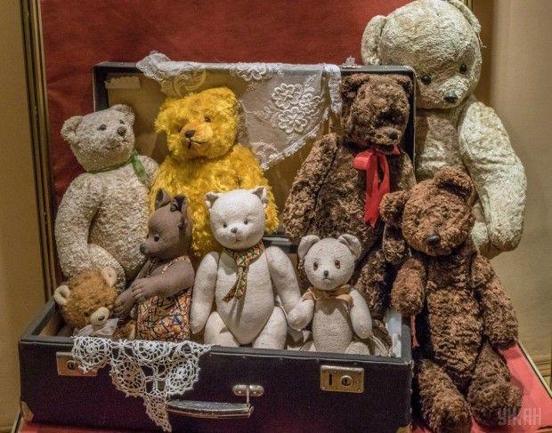 Мягкие игрушки (медведи) в Государственном музее игрушки в Киеве / Фото УНИАН