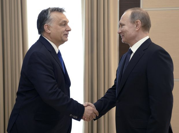 Orban (left) and Putin (right) / REUTERS