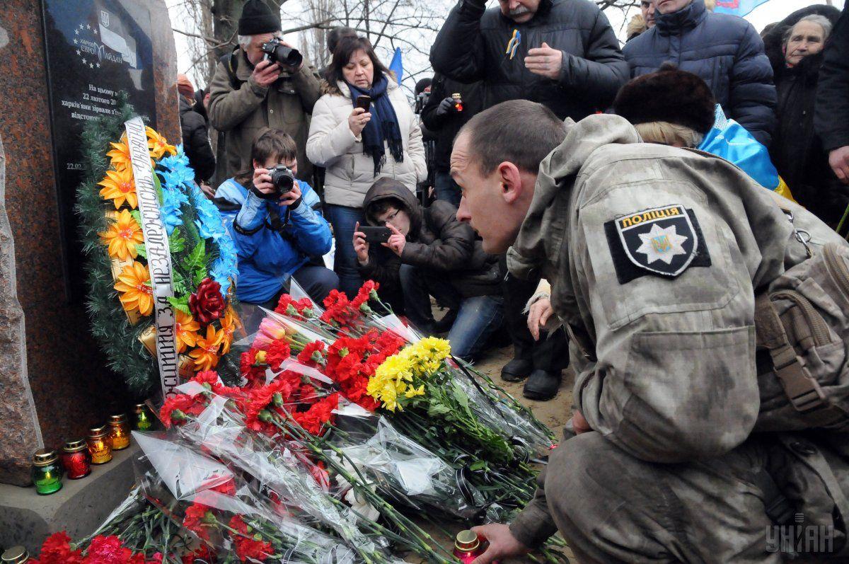 Открытие памятного знака погибшим от теракта в Харькове, 2015 год / фото УНИАН