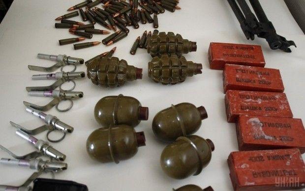 У чоловіка в Дніпрі виявили арсеналзброї / фото УНИАН