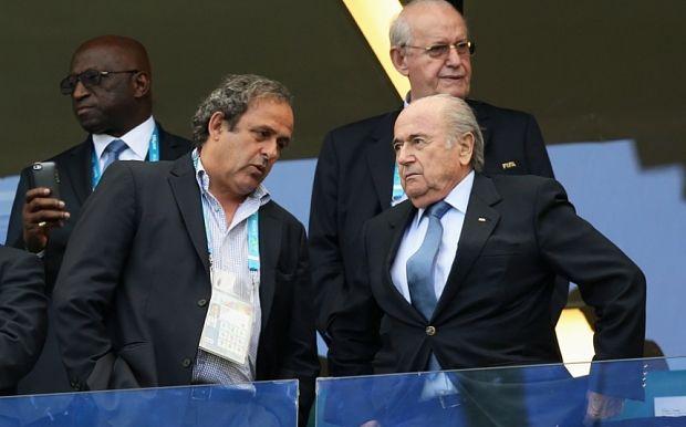 Йозеф Блаттер (праворуч) звинуватив Мішеля Платіні у тиску в питанні вибору країни-господаря ЧС-2022 / uefa.com