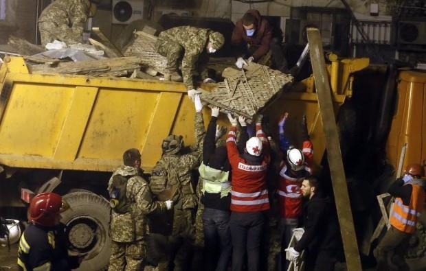С места обрушения дома вывезли много строительного мусора / Фото УНИАН