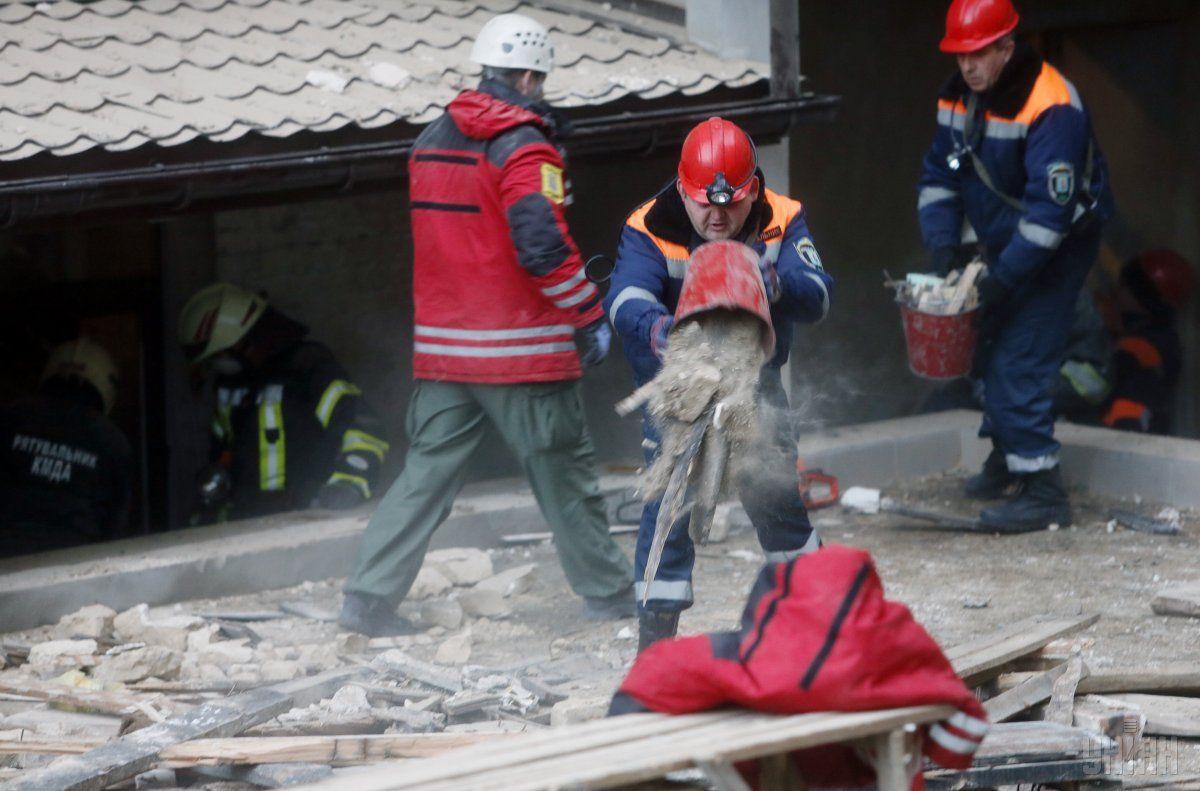 Спасатели продолжают операцию / Фото УНИАН