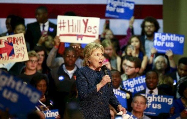 Книга Клинтон появится в магазинах 12 октября / фото REUTERS