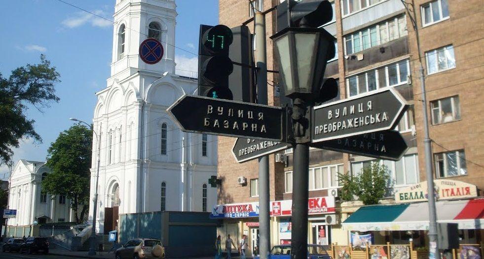 Як пояснили учасники акції, до управління вони прийшли в надії на те, що сьогодні пройдуть громадські слухання щодо будівництва біля меморіалу 411-ї батареї / hram-ua.com