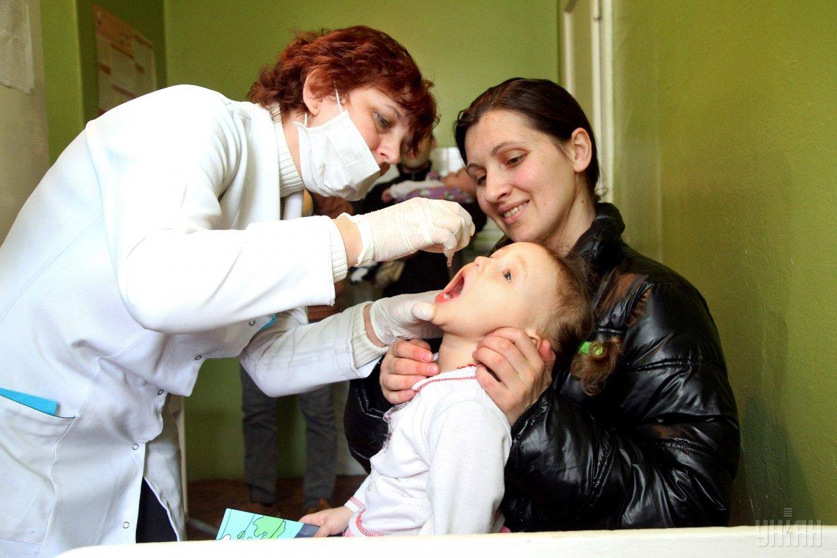 Вакцинация против полиомиелита в Ужгороде / Фото: УНИАН