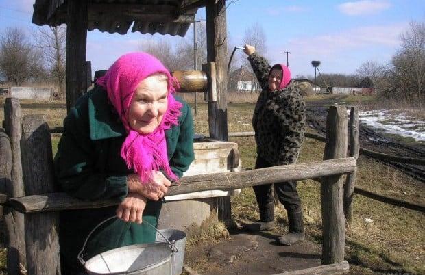 В багатьох населених пунктах з криниць зникла вода / Фото УНІАН