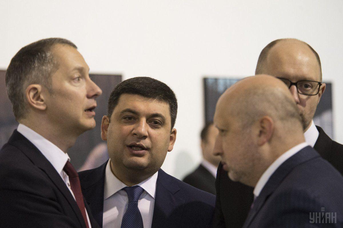 Ложкин (слева) считает, что выборы сейчас не ко времени / Фото УНИАН