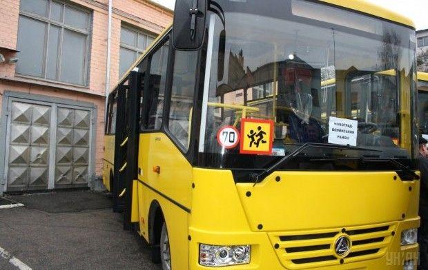 Водій автобуса зупинився біля самої коліїтільки після сигналів автомобілістів / фото УНІАН