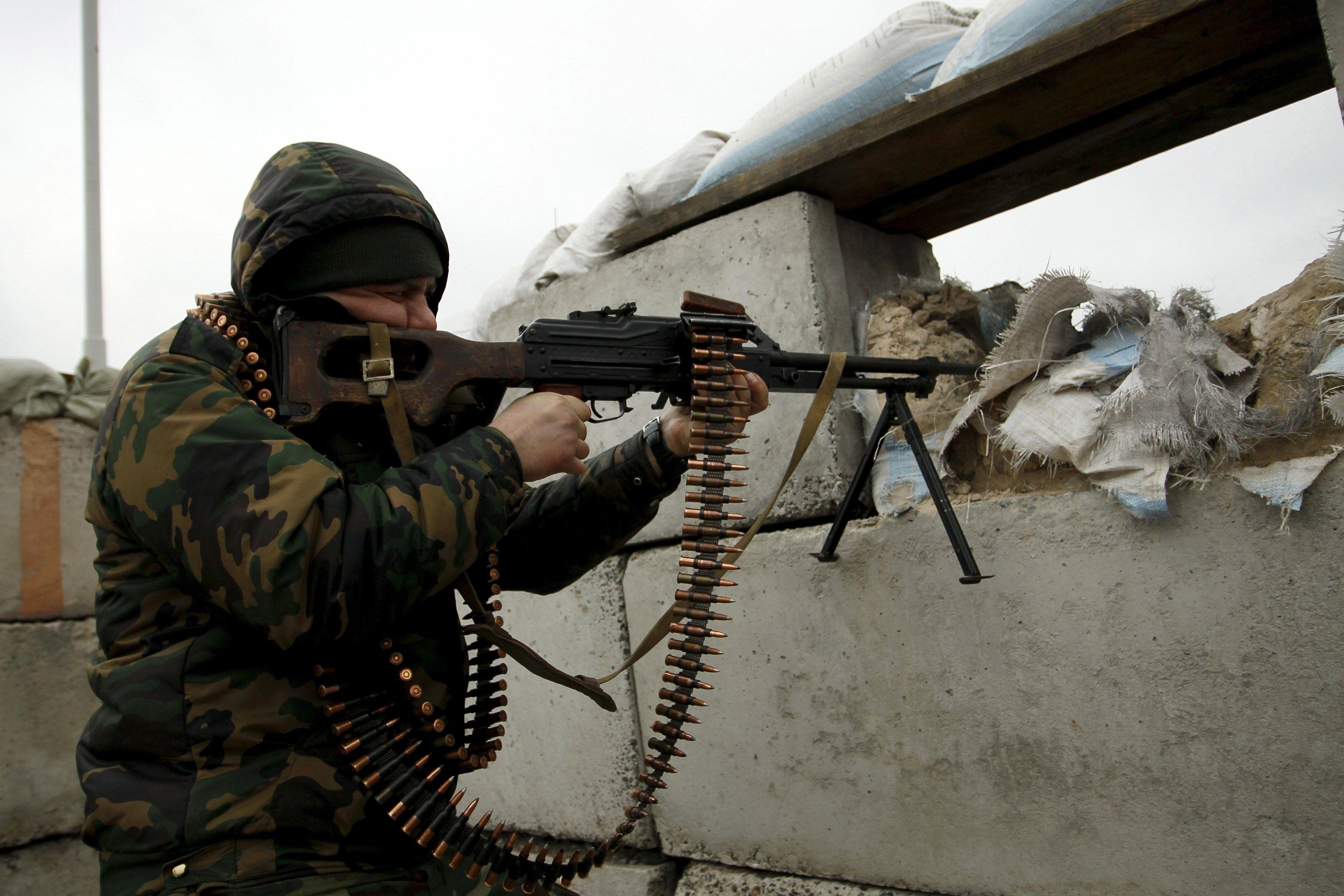 На Луганщині російські окупанти обстріляли автомобіль швидкої медичної допомоги