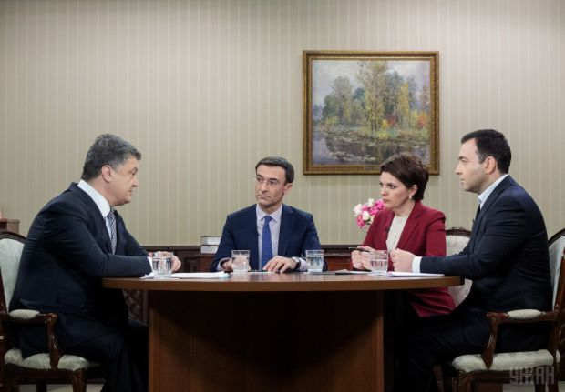 Poroshenko tells TV journalists about the need to deploy OSCE police in Donbas / Photo from UNIAN