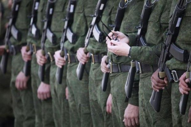 Russia to pull more border guards to Ukrainian border / REUTERS