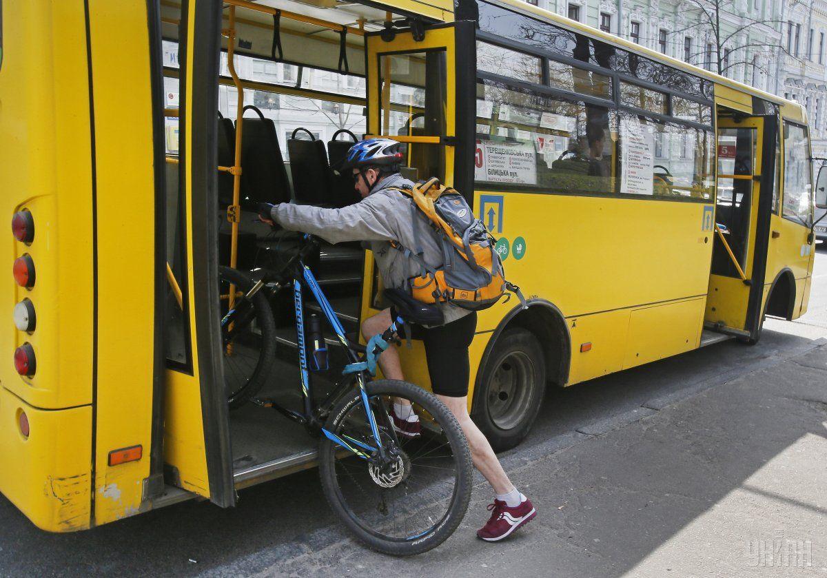 В Киеве появились маршрутки с пандусом для людей с особыми потребностями и велосипедистов / Фото: УНИАН
