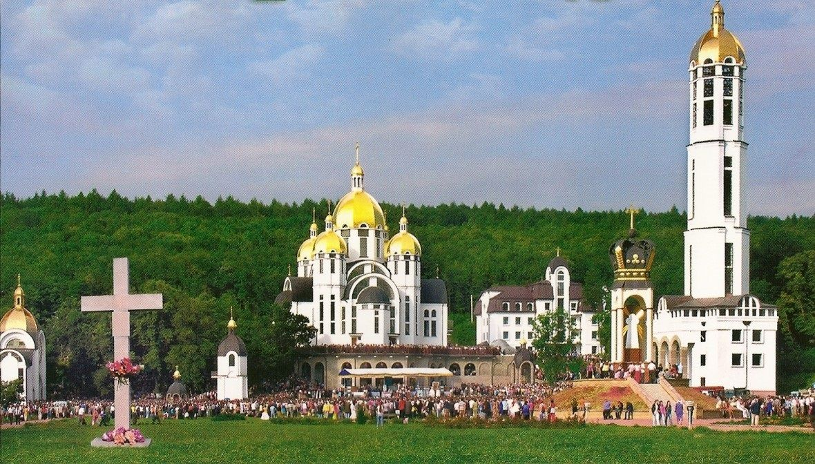 Традиційно найбільше прочан збирається в Зарваниці на Всеукранську прощу