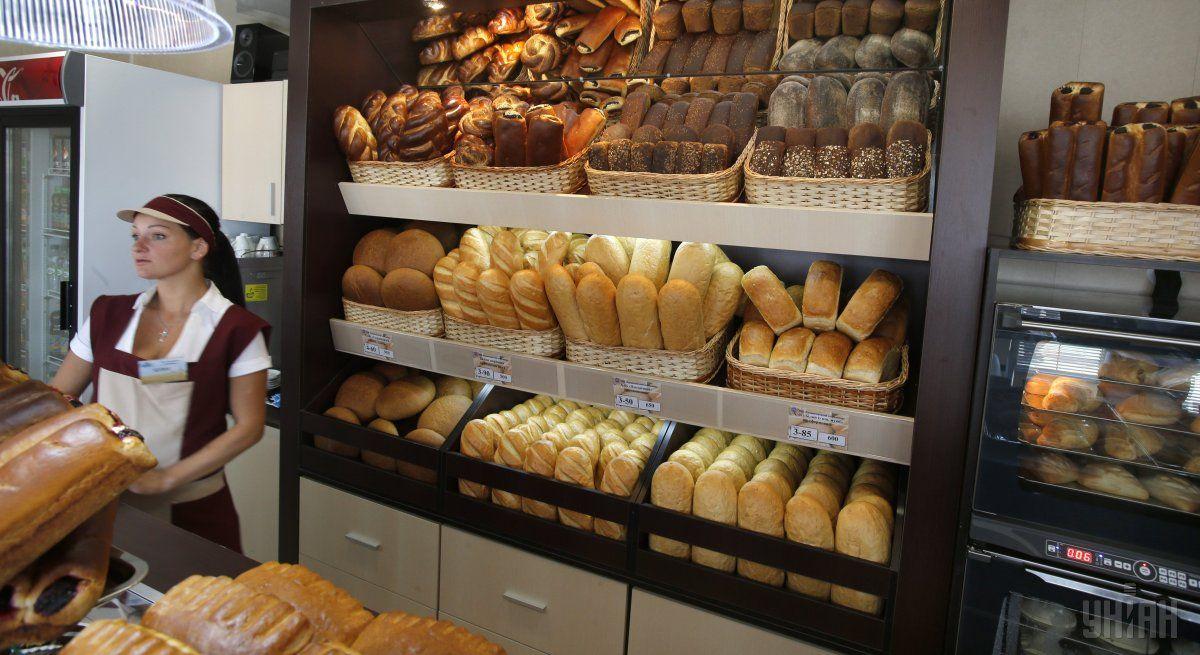 Большинство производителей хлеба и мучных изделий начали выпускать продукцию исключительно в упаковке / Фото УНИАН