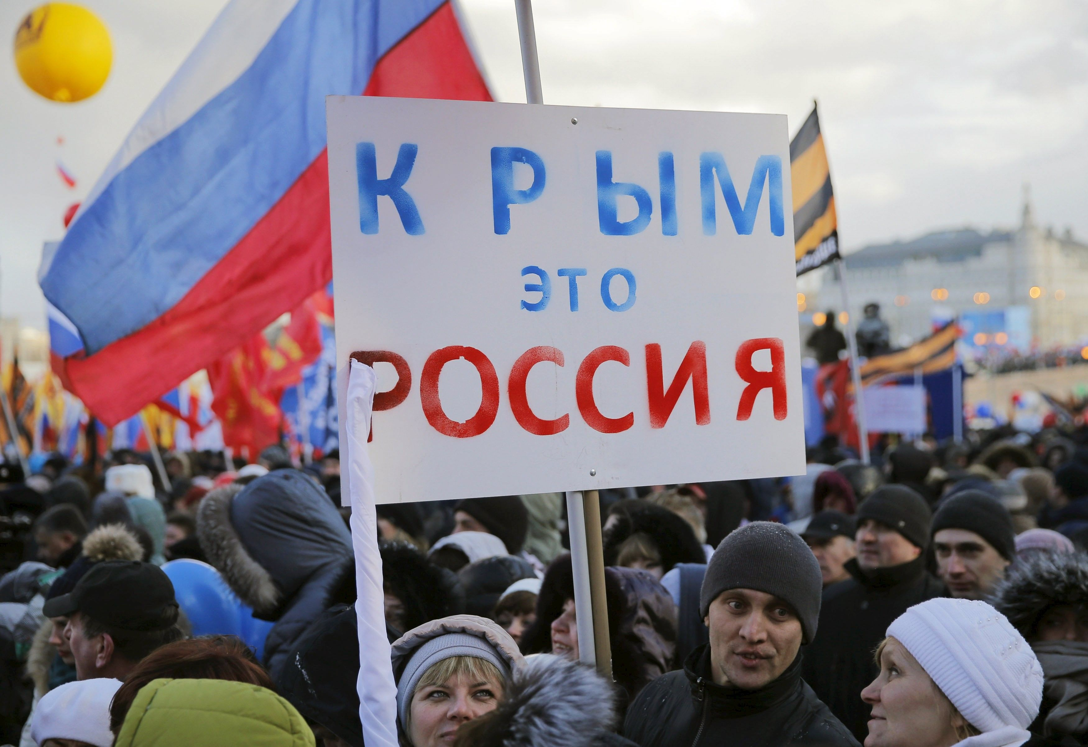 Украинский Крым заполнили «зеленые человечки», а потом полуостров незаконно аннексировала РФ / Reuters