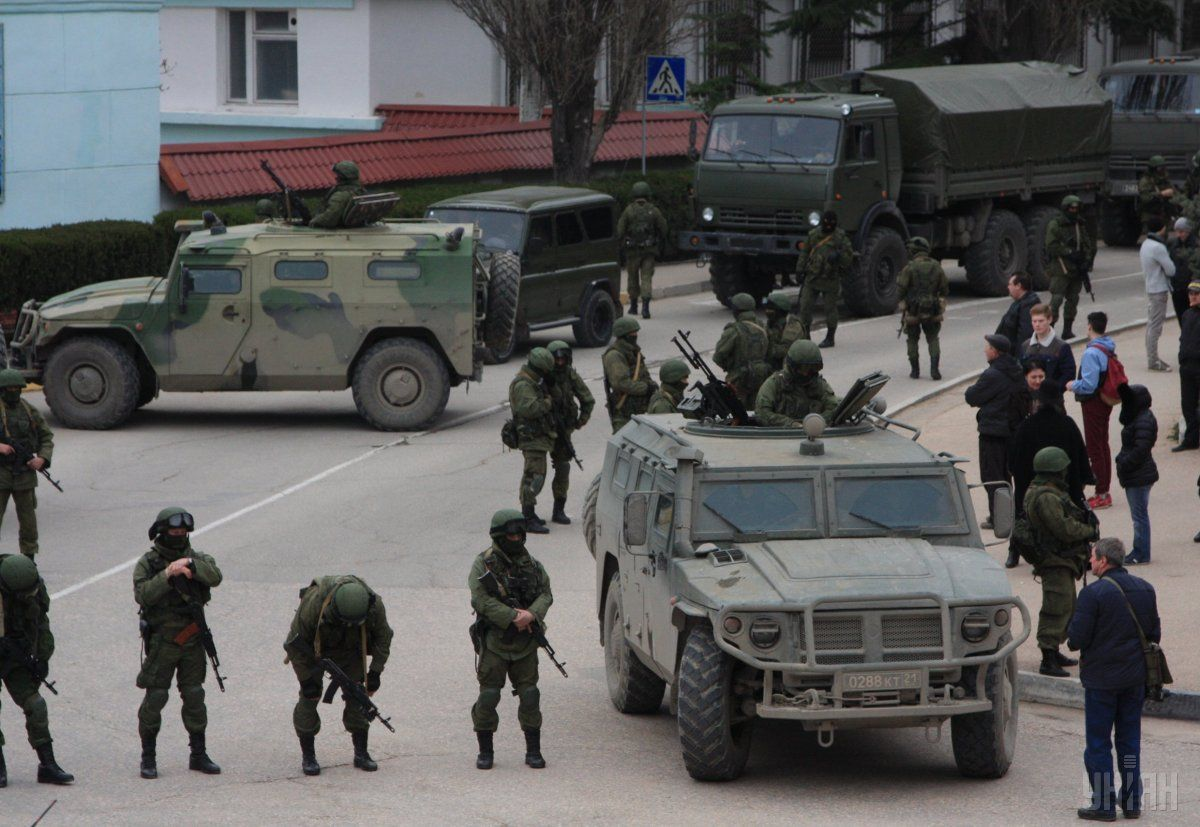 "Russia's ""green men"" in Crimea in March 2014 / Photo from UNIAN"