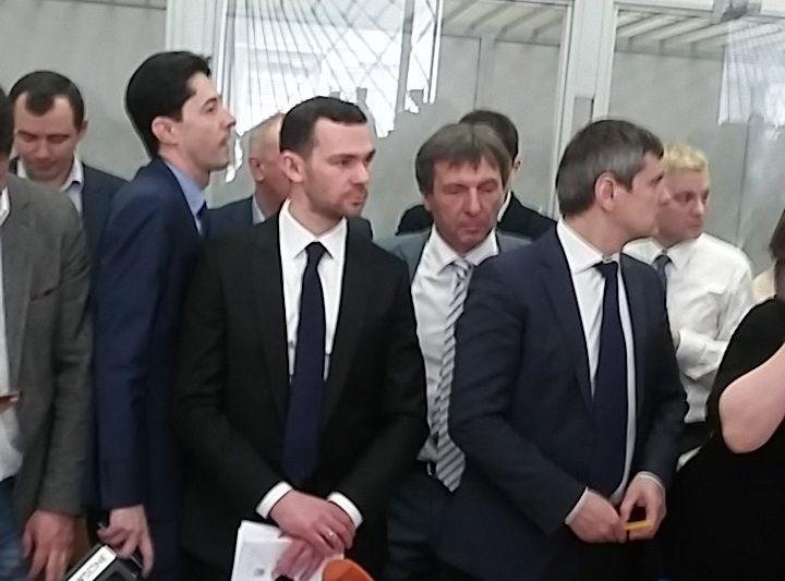 Касько та група його захисників / фото Twitter Levko Stek